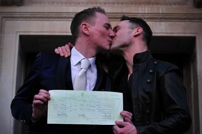 Casamento gay um dia feliz para o respeito e o amor