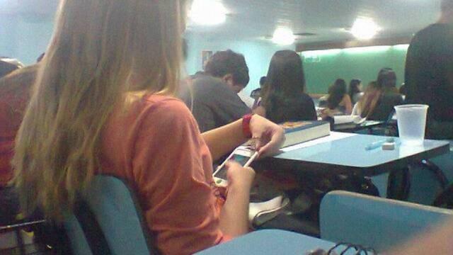 Juiz nega dano moral a aluno que teve celular tomado em sala de aula